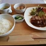 洋食キッチン パイン - 肉の週替わりランチ