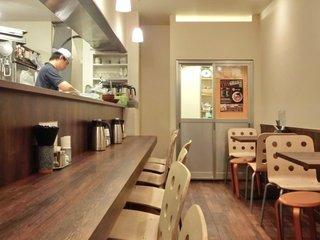 麺恋処 き楽 - 店内のカウンター席の風景です