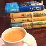 サンマルクカフェ - 料理写真:さっき古本屋さんで見つけたばかりの本を早速読み始めます。コーヒーもさることながら椅子の座り心地がありがたいですね。