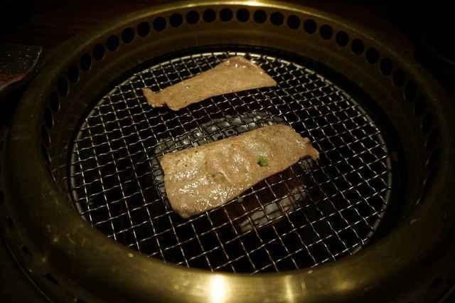 焼肉鍋問屋 志方 - 早速薄切りタンビーナを頂いてみると、薄い割に肉にハリをしっかりと感じ 中々噛みごたえのある※とは言っても固くはない。一品でした。