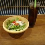 DROP - ドリンクセットのサラダとコーラ