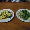 香沢庵 - 料理写真:ズッキーニのにんにく炒めと大根葉の漬物、無料です