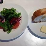 Y1 - ランチメニューについてくるサラダとパン