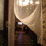 koreAn diNing GOMAmura - 女性に人気のかわいい隠れ家。アロマの香りにも癒されます。