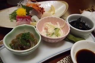 松寿し - 小鉢3つ・・ヒジキ美味し~