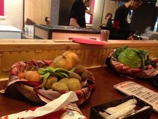 奥芝商店 函館本店 - チキンは炭火で焼いてもらうこともできます!