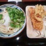 丸亀製麺 足立鹿浜店 - すだちおろし冷やかけ¥330 +かしわ天¥120・なす天¥80