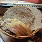 キュイジーヌ エ ヴァン アルル - 自家製パン
