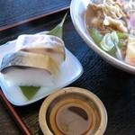 ひょうたん亭 - 周航そばセットの鯖寿司をメインに撮りました