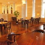 喫茶フェリーチェ - アンティークの家具、大理石使用の柱、黒檀仕様フローリングなど見所満載です。