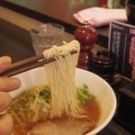 志奈そば 田なか - 鯵ニボそば(醤油)の麺