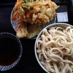 足打ちうどん処 七 - 田舎うどん(700円)