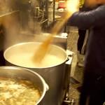 えるびす - 豚骨スープ仕込み