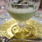 ラブレー - アスパラガスのババロア仕立て カニ肉とサラダ添え