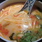 20188479 - 日替わりランチの中華スープをトムヤムクンに変更=985円(+105円)