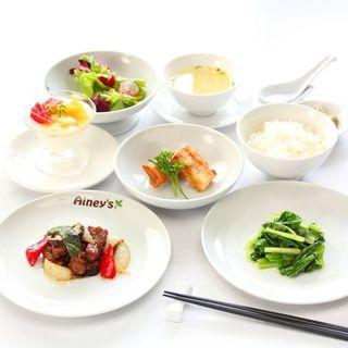 素材から味付けまでオーナーこだわりの各料理をご堪能ください。