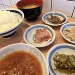 てんぷら一代 - <2013>ごはん中、味噌汁、てんつゆ。小皿の高菜、塩辛、もやし、佃煮はセルフでご自由に