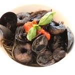 ラグーン - 烏賊や魚貝の旨味たっぷり◎ イカ墨のパスタ