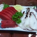 居酒屋東美 - マグロと島タコのお刺身