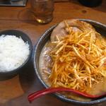 芝山商店 - 料理写真:北海道味噌肉ネギラーメン+小ライス