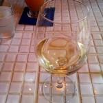 クマキッチン - グラスワイン白(ランチ¥400)