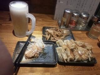 麺処 鳴神 - 生ビールセット「Aコース」餃子2人前+手作りメンマ+スモークチキン