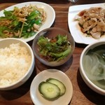 春華楼 - 青椒肉絲と茹で豚