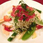 20197719 - メニューB 1800円 のサラミと野菜のサラダ