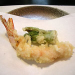 柚の木 - 天ぷら盛合せの一部