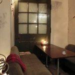 フォニックフープ - 店内の地下1階テーブル席の風景です