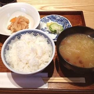 いな村 - ご飯のお膳 (ご飯味・味噌汁・小鉢・香の物)