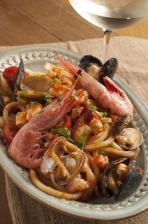 シロッコ - 海の幸(イカ、エビ、あさり)と山の幸(鶏肉、マッシュルーム)のスパゲッティ ローズマリー風味