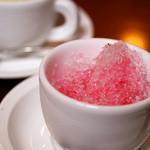 トラットリア シェ ラパン - 夏限定メニューらしくてラッキー♪カップにカキ氷なんてキュート(*´д`*)