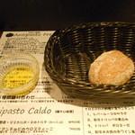 トリッペリア トリッパ - コペルト(お通しチャージ)のパン
