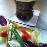 ニタリー - 料理写真:濃厚な野菜の旨みが楽しめる『季節野菜のバーニャカウダー』