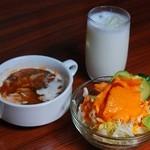 パシュパティ - スープ・サラダ・ラッシー