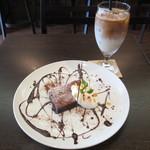 リスカフェ - ガトーショコラ、アイスラッテ