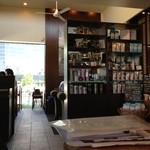 スターバックス・コーヒー - かなり開放的で快適な空間