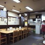 トシヤ - 奥の大テーブル