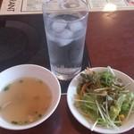 コカレストラン - ・ランチ、スープとサラダ