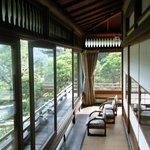 京亭 - 廊下の下も庭園