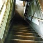 京亭 - 階段を見ると、蒲田行進曲を思い出す世代です。
