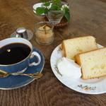 ハニーサックルローズ - ヨーグルトシフォンとコーヒー