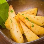 四国三郎 よしの川 - じゃが芋 ガーリックバター焼き