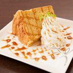ゆる音家 - 和三盆糖シフォン(黒蜜ソース・はちみつソース)。優しい甘さのシフォンです。
