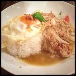 タイ料理JUMPEE - ガイガパオ ラット カーオなるものを初めて食べたけど美味しい! このお店が美味しいっていうのもあると思いますが。