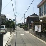 たつ - 駐車場側から見た光景(2013年7月)