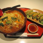 京らーめん 糸ぐるま - 一日野菜の味噌らーめんと野菜餃子5個