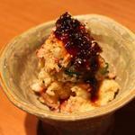是屋 - 料理写真:名物 タレかけポテトサラダ