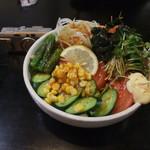 都呂松 - ボリューム満点のサラダ